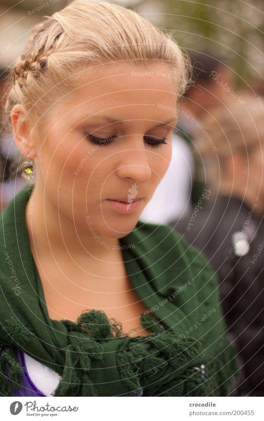 Mai Königin Mensch Jugendliche grün schön Junge Frau 18-30 Jahre Gesicht Erwachsene feminin Stil Haare & Frisuren Kopf Mode elegant blond Bekleidung