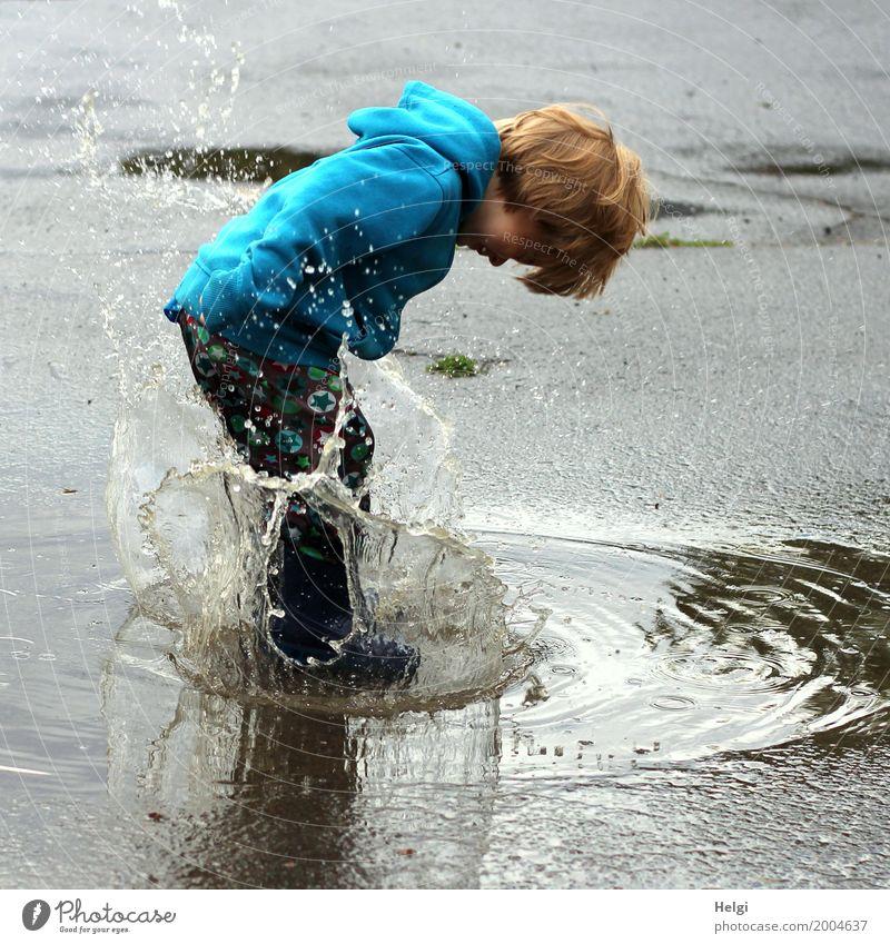 Platsch ... Mensch Sommer Wasser Freude Umwelt Leben Bewegung außergewöhnlich Haare & Frisuren grau braun springen maskulin Kindheit authentisch Wassertropfen