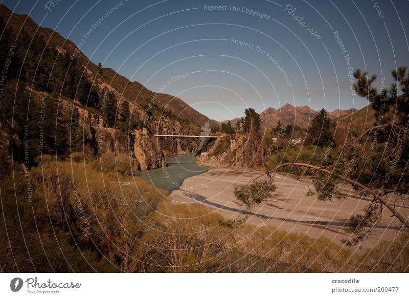 New Zealand 54 Umwelt Natur Landschaft Urelemente Erde Wasser Schönes Wetter Alpen Berge u. Gebirge Gipfel Flussufer Verkehrswege Straße Brücke ästhetisch