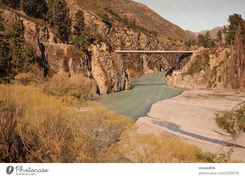 New Zealand 55 Umwelt Natur Landschaft Urelemente Erde Wasser Schönes Wetter Felsen Alpen Berge u. Gebirge Gipfel Schlucht Flussufer Bach Straße Brücke