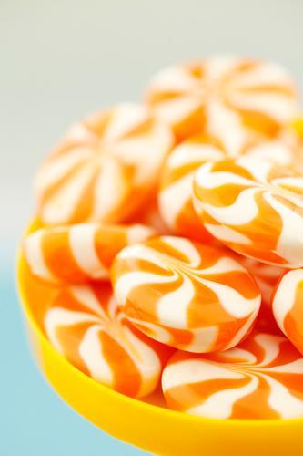 #A# zuckersüß Kunst ästhetisch Zucker Bonbon Orange viele ungesund lecker Kalorienreich Farbfoto mehrfarbig Innenaufnahme Studioaufnahme Nahaufnahme Experiment