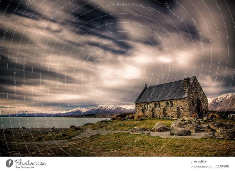 New Zealand 56 Umwelt Natur Landschaft Gewitterwolken Unwetter Gras Wiese Felsen Alpen Berge u. Gebirge Schneebedeckte Gipfel Gletscher Seeufer Lake Tekapo
