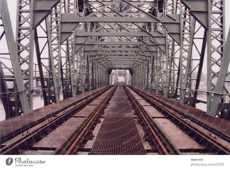 alte brücke Gleise Eisen Denkmal Architektur Brücke