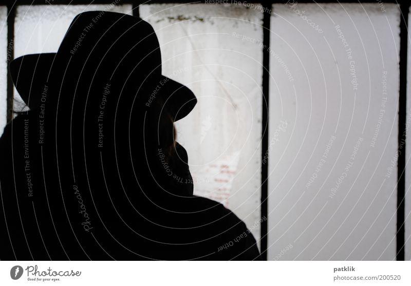 Das Phantom der Oper maskulin Mann Erwachsene Hut elegant Silhouette Schattendasein Schattenseite geheimnisvoll verwegen beobachten schwarz dunkel Scheibe