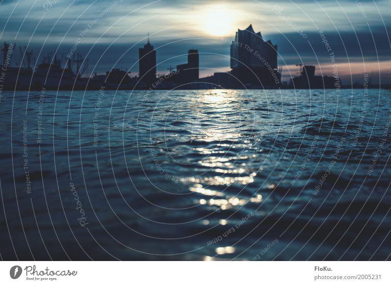 Hamburgs neue Silhouette Tourismus Ausflug Sightseeing Städtereise Urelemente Wasser Sonnenaufgang Sonnenuntergang Wellen Flussufer Elbe Deutschland Europa