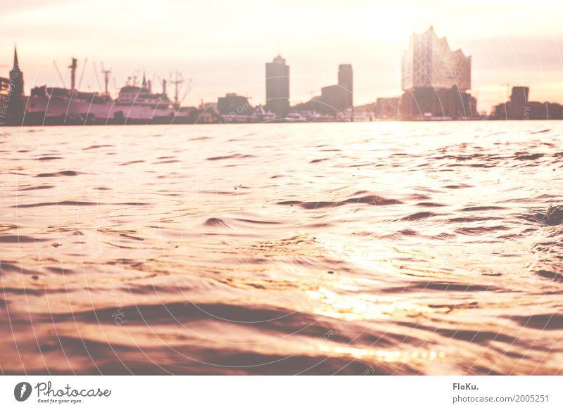 strahlender Morgen in Hamburg Himmel Stadt Wasser Sonne gelb Deutschland orange hell glänzend gold Europa Schönes Wetter Fluss Urelemente Bauwerk