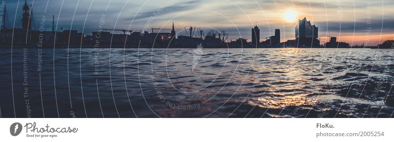 Hamburger City Panorama am Morgen Tourismus Ausflug Sightseeing Städtereise Wellen Urelemente Wasser Himmel Wolken Sonne Sonnenaufgang Sonnenuntergang Fluss