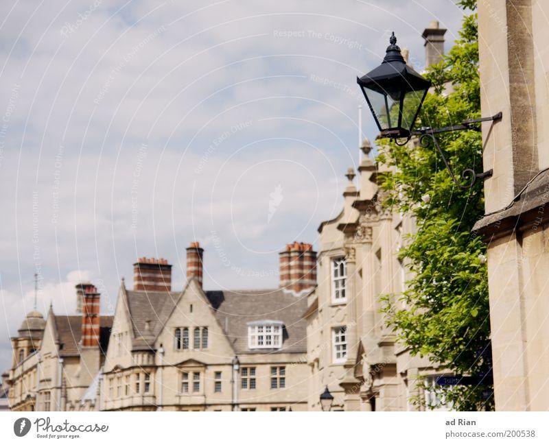 OXFORD Himmel Stadt alt Pflanze Wolken Haus Architektur Gebäude Fassade elegant authentisch Straßenbeleuchtung Laterne Gelassenheit Stadtzentrum Altstadt