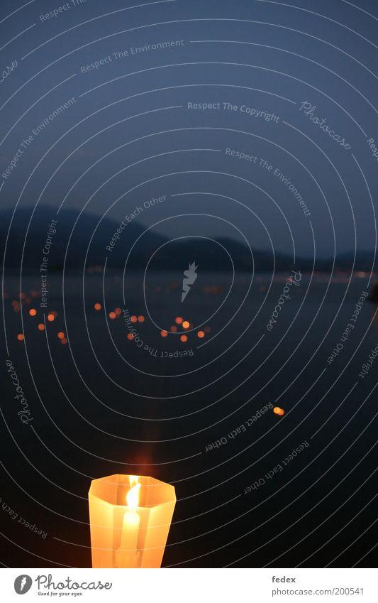 Lichterseh Wasser blau Sommer Berge u. Gebirge See Stimmung Umwelt Kerze Romantik Nachthimmel Alpen Wunsch Abschied Tradition Dämmerung Kultur