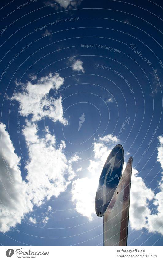 All right Himmel blau weiß Wolken Verkehr Schilder & Markierungen ästhetisch Kommunizieren Zukunft Spitze Schönes Wetter Zeichen rund Wandel & Veränderung Unendlichkeit Pfeil