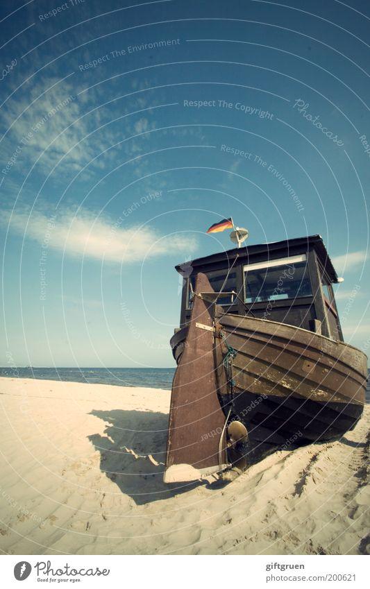 gestrandet Umwelt Landschaft Sand Wasser Himmel Wolken Horizont Wetter Schönes Wetter Küste Strand Ostsee Insel Usedom Schifffahrt Bootsfahrt Fischerboot Ruder