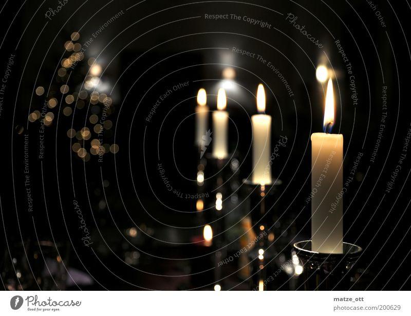 Kerzenscheinstimmung Weihnachten & Advent ruhig dunkel Zufriedenheit Raum Feste & Feiern Wohnung Kerze Romantik Weihnachtsbaum Dekoration & Verzierung Häusliches Leben Wohnzimmer Festessen