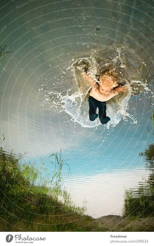 where is my mind? Wasser dunkel träumen fliegen Wassertropfen nass verrückt Spielzeug gruselig Beruf trashig Puppe skurril Urelemente bizarr Surrealismus