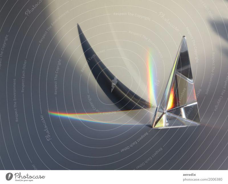 """Prisma aus Glas mit Farben und Schatten Wissenschaften modern mehrfarbig """"color light prism glass design optics physics science pyramid crystal optical triangle"""