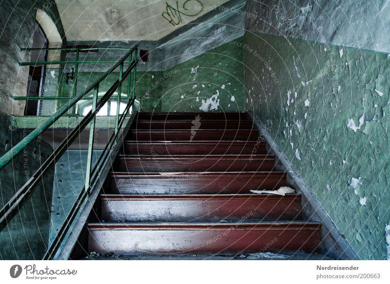 Maschinengrün alt Wand Mauer dreckig Architektur Treppe Fabrik Häusliches Leben Innenarchitektur entdecken Verfall aufwärts Putz Treppengeländer