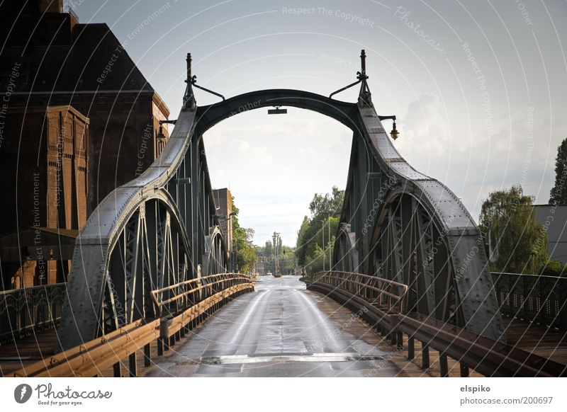 I am Legend an einem sonnigen Tag Stadt Straße Architektur Brücke Asphalt Stahl Übergang Stahlträger