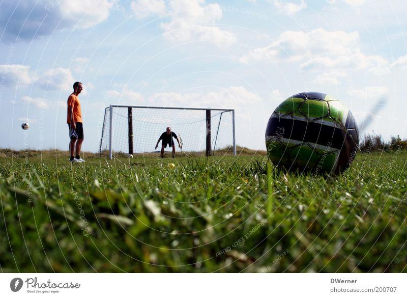 Vorfreude 11.06.- 11.07.2010 :-) Mensch Himmel Natur Jugendliche Pflanze Sommer Wolken Wiese Sport Gras Park Kraft Freizeit & Hobby Fußball maskulin