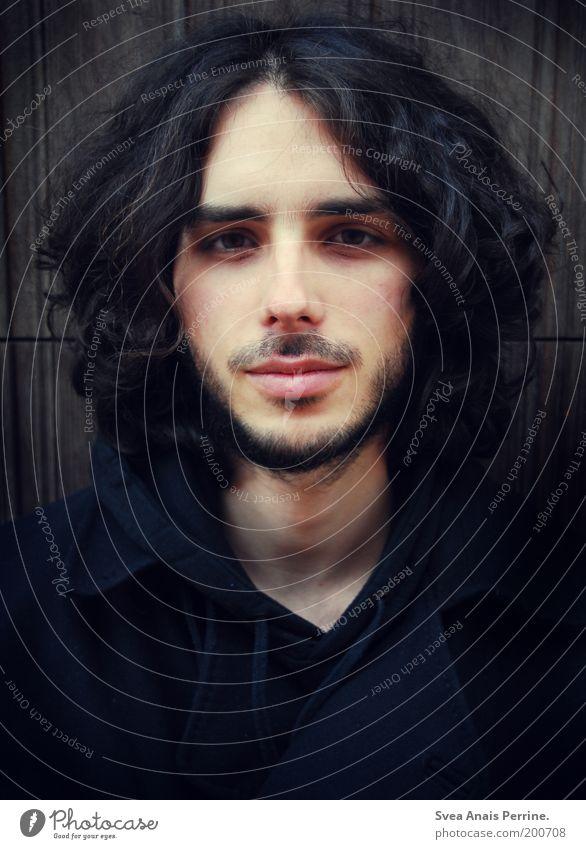 und ich wiederhol mich gern. Mensch Mann Jugendliche schön schwarz Gesicht Erwachsene Wand Holz Haare & Frisuren Traurigkeit Mauer träumen Mund maskulin Nase