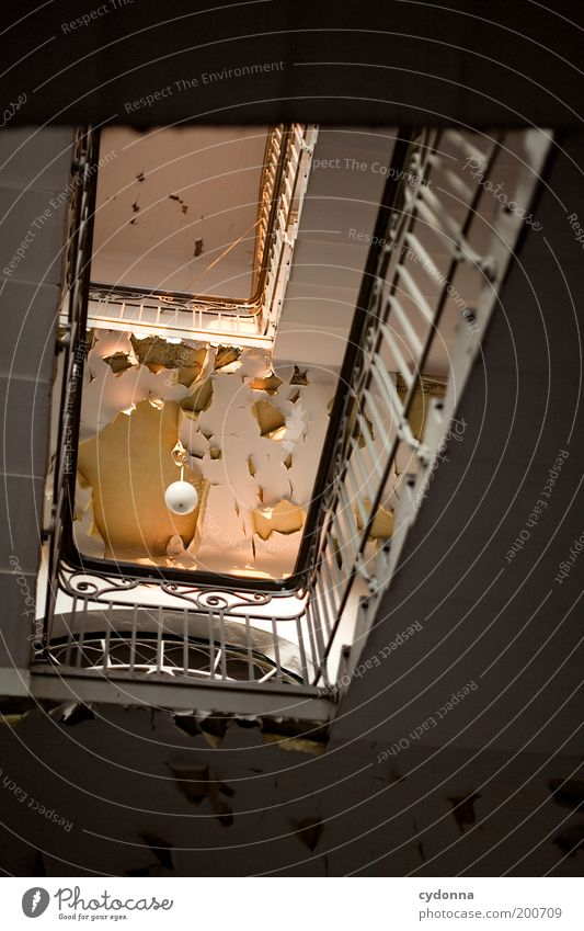 [HAL] Abend ruhig Einsamkeit Leben träumen Zeit Lifestyle Perspektive Treppe Zukunft Häusliches Leben Vergänglichkeit geheimnisvoll Umzug (Wohnungswechsel) Verfall Vergangenheit Idee