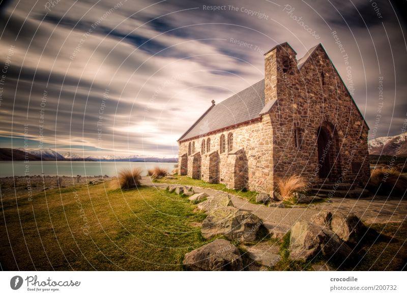 New Zealand 71 Umwelt Natur Klima schlechtes Wetter Gras Sträucher Alpen Berge u. Gebirge Küste Seeufer Lake Tekapo Kleinstadt Menschenleer Haus Hütte Kirche