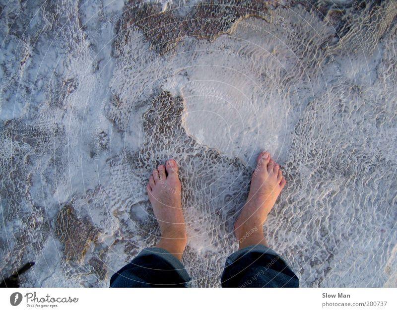 heavy peeling... Strand Fuß Erde Eis Frost Schnee Fußgänger gehen stehen Untergrund Barfuß Winter Vogelperspektive kalt gefroren frieren Kälteschock kühlen