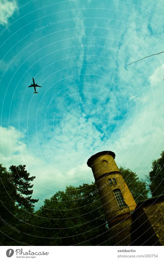 Pankow Berlin bürgerpark Park Haus Gebäude Turm Himmel Wolken Cirrus Flugzeug Flugzeugstart Flugzeuglandung Ferien & Urlaub & Reisen Reisefotografie Luftverkehr