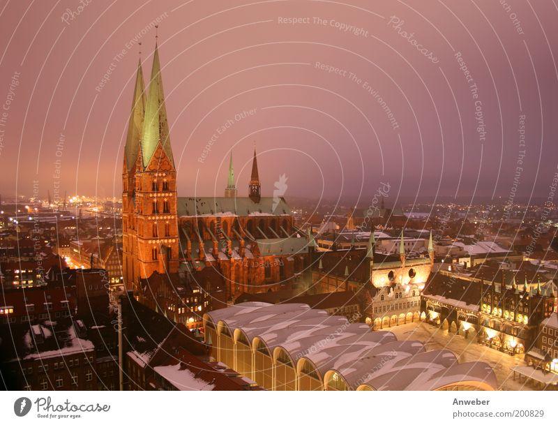 Marienkirche in Lübeck mit Rathaus im Winter Natur Stadt Ferien & Urlaub & Reisen Haus Ferne Schnee Gebäude Eis Architektur Deutschland rosa Wetter Europa Platz Frost