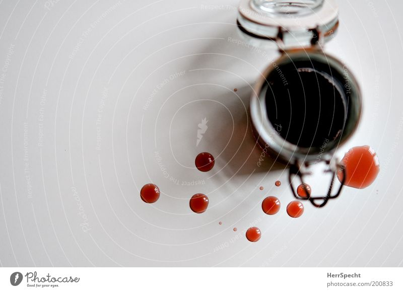 Kleckerei weiß rot Metall Glas Getränk Tropfen Rost Verschluss Verschlussdeckel Himbeeren Manuelles Küchengerät Lebensmittel klecksen verschütten