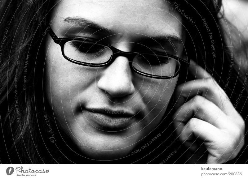 Jula II Mensch feminin Junge Frau Jugendliche Kopf Nase Mund 1 18-30 Jahre Erwachsene Künstler Brille Schwarzweißfoto Außenaufnahme Nahaufnahme Schatten