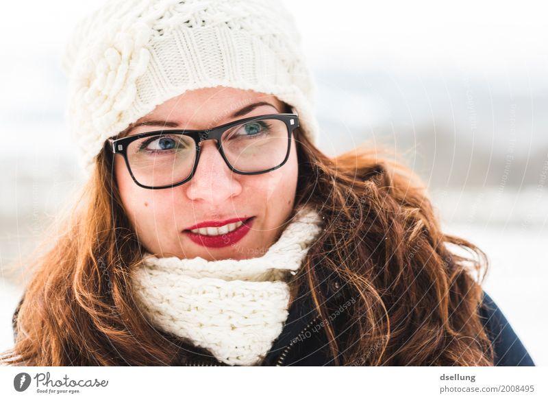 Portrait einer jungen Frau in winterlicher Landschaft Lifestyle elegant Stil Winter Schnee feminin Junge Frau Jugendliche Erwachsene 1 Mensch 18-30 Jahre