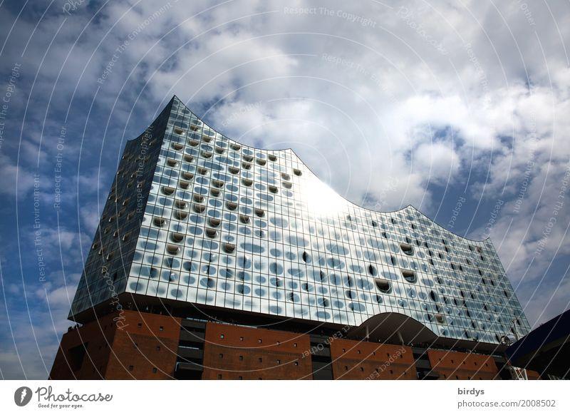 Hamburg Elbphilharmonie Himmel Stadt Wolken Architektur Stil außergewöhnlich Tourismus Design leuchten elegant ästhetisch Erfolg Kultur groß einzigartig