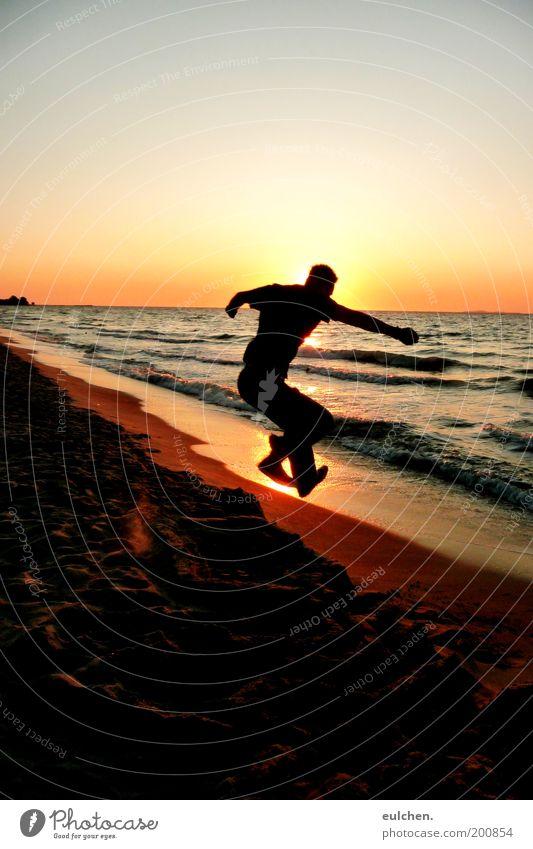 hechtsprung Mensch Mann Jugendliche Wasser Sonne Meer Strand Ferien & Urlaub & Reisen Erholung springen Sand Zufriedenheit Erwachsene frei wild