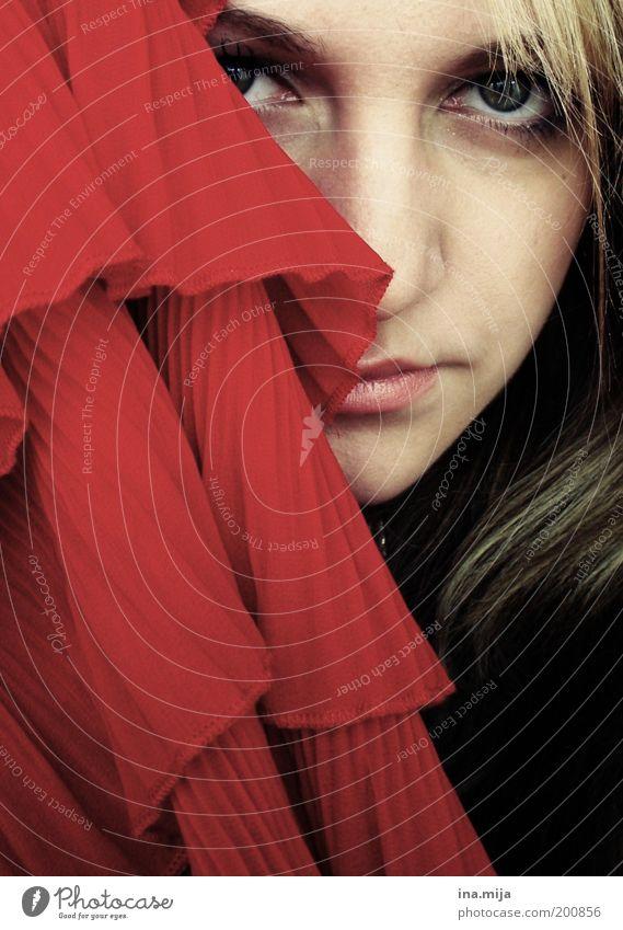 oleeeeeee Jugendliche schön rot Erwachsene Gesicht Junge Frau Traurigkeit 18-30 Jahre blond Zufriedenheit Sicherheit Romantik Stoff Neugier Schutz geheimnisvoll