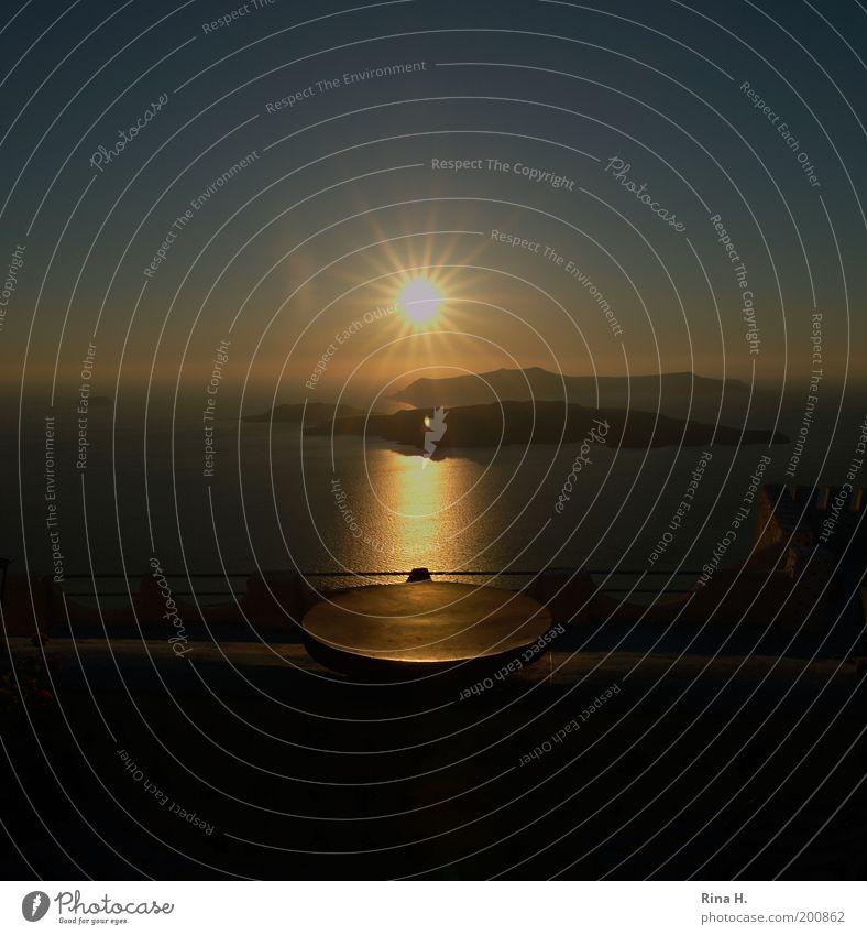 Sonnenuntergang in Santorini Wasser Meer blau Sommer Ferien & Urlaub & Reisen gelb Ferne Erholung Gefühle Glück Stimmung Horizont Beginn Hoffnung ästhetisch
