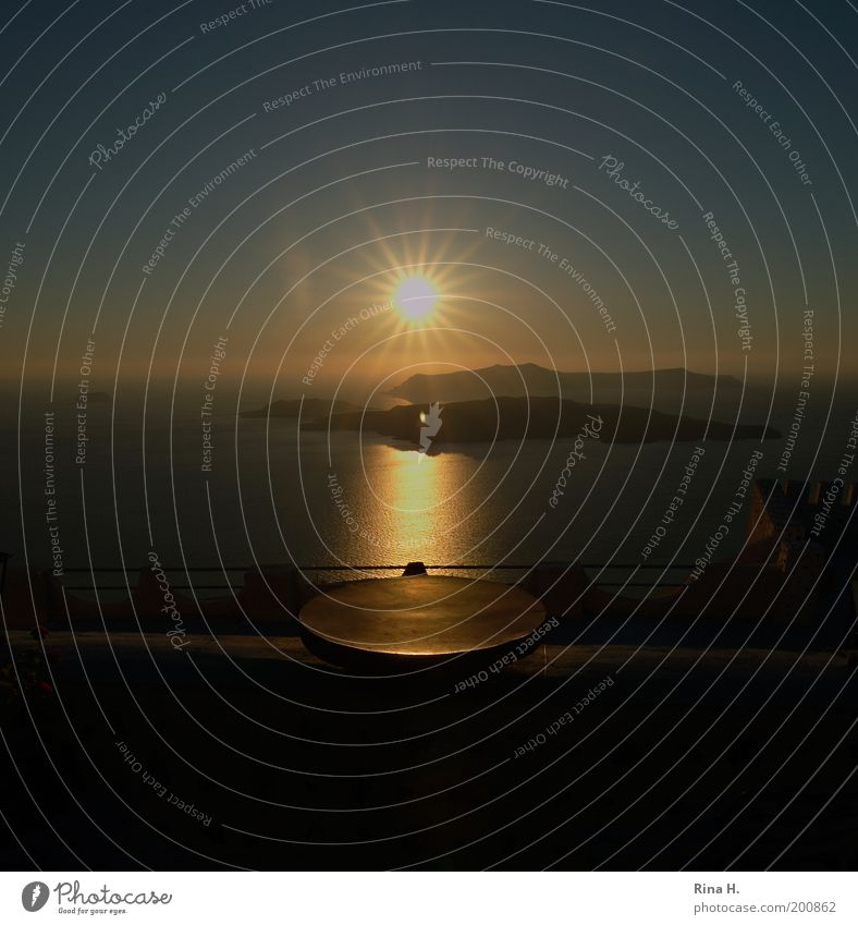 Sonnenuntergang in Santorini Wasser Sonne Meer blau Sommer Ferien & Urlaub & Reisen gelb Ferne Erholung Gefühle Glück Stimmung Horizont Beginn Hoffnung ästhetisch