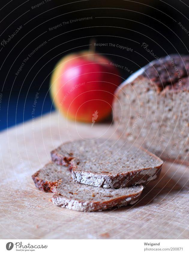 Fehlt nur noch die Butter Lebensmittel Frucht Apfel Brot Ernährung Frühstück Bioprodukte Vegetarische Ernährung Diät Fasten blau braun Zufriedenheit lecker