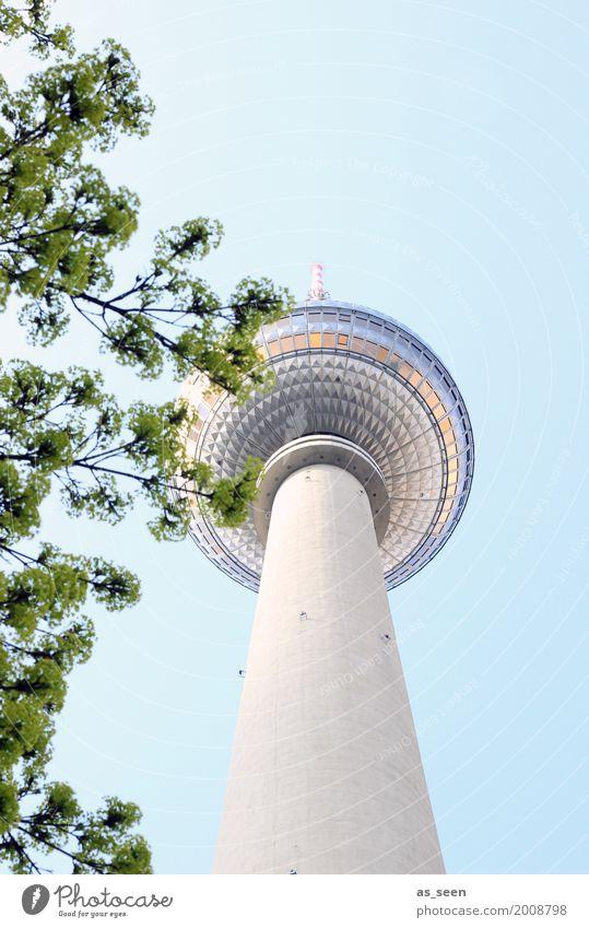 Fernsehturm im Frühling blau Stadt grün Architektur Lifestyle Gefühle Berlin Stein Deutschland Tourismus oben Design Glas retro Europa