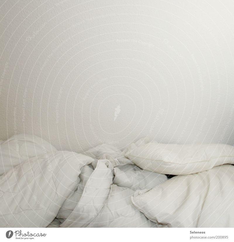 Frau Holle macht Pause weiß Stil Raum Wohnung elegant Lifestyle Bett Sauberkeit rein Häusliches Leben Reichtum kuschlig Decke Schlafzimmer