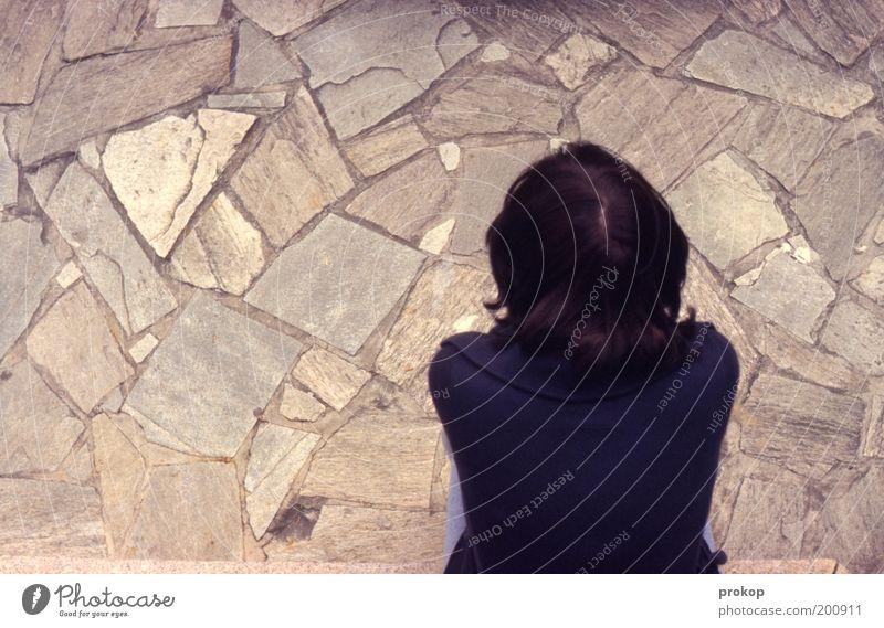 Puuh, äääh, drölfz? Mensch Frau Jugendliche Einsamkeit ruhig Erwachsene Kopf Traurigkeit Stimmung Rücken sitzen Trauer Junge Frau Konzentration Gelassenheit