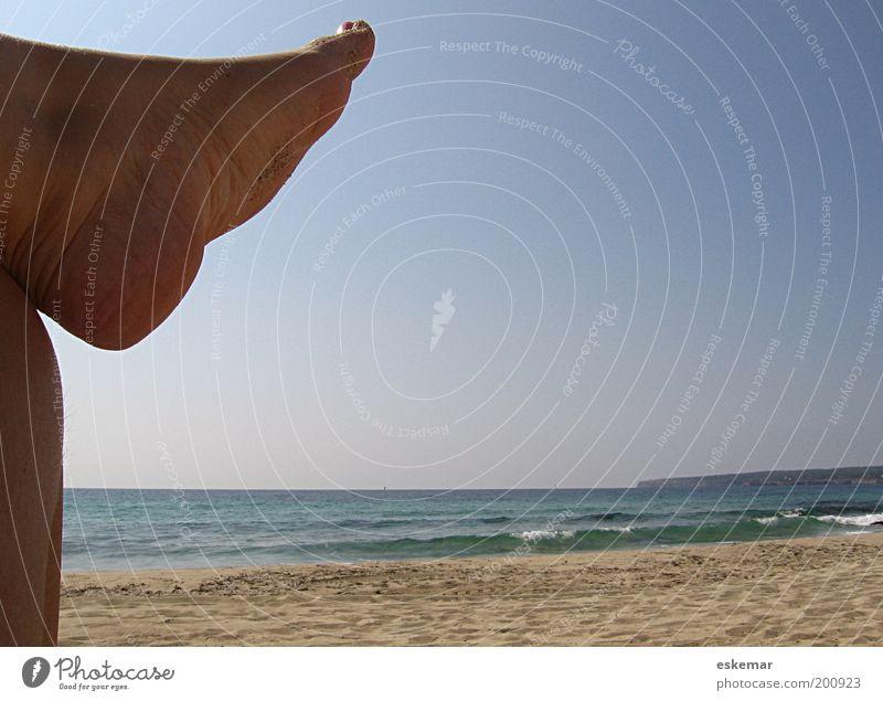 nichts. tun. Mensch Himmel Wasser Ferien & Urlaub & Reisen Sommer Meer Strand Erwachsene Erholung Landschaft Leben Wärme Sand Beine Fuß Horizont