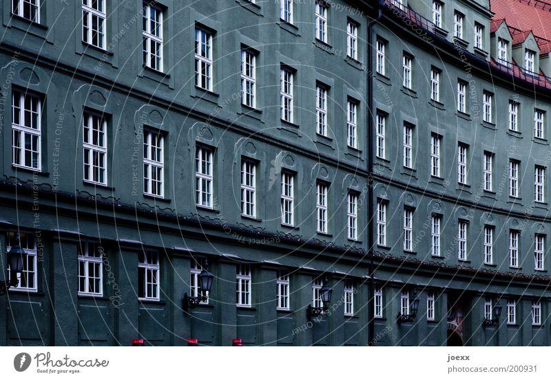 Graue Zellen rot Haus Fenster grau Linie Architektur Fassade trist München Reihe Strukturen & Formen Europa