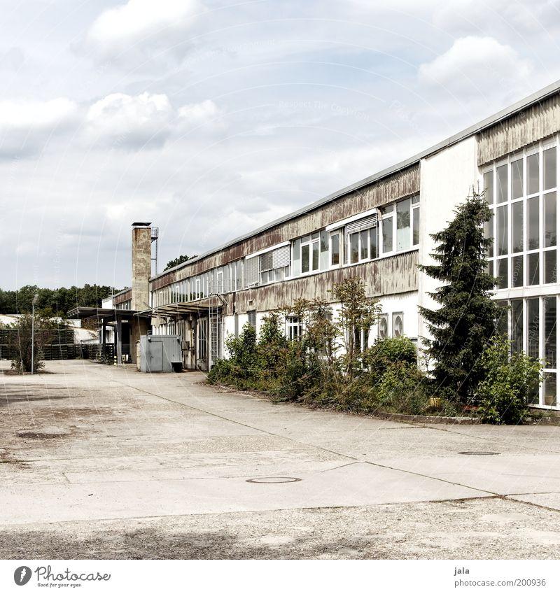 Industrieromantik Himmel Pflanze Haus Wolken Gebäude Architektur Platz Fabrik Bauwerk Handel Lagerhalle Industrieanlage industriell Fabrikhalle Produktion