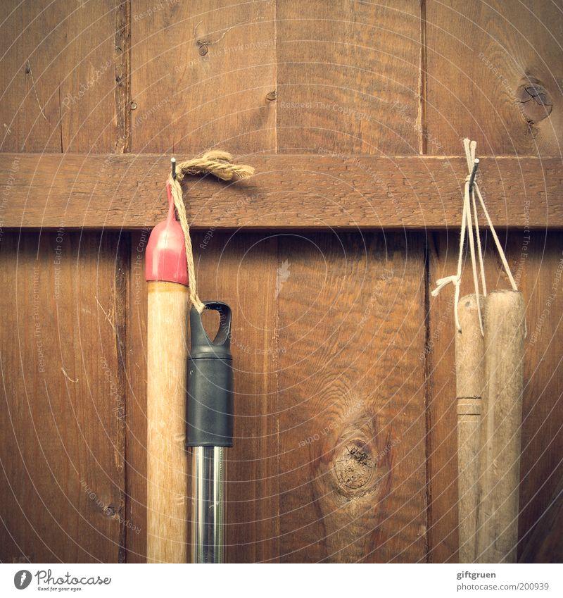 die gartenarbeit ruft Haus Arbeit & Erwerbstätigkeit Garten Holz braun Wohnung Ordnung Sauberkeit Häusliches Leben Dienstleistungsgewerbe Handwerk Beruf Nagel