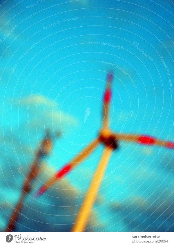 Windrad Himmel blau Wolken Bewegung Wind Energiewirtschaft Technik & Technologie Windkraftanlage Elektrisches Gerät