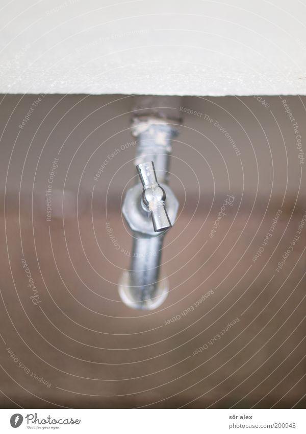 Wasserspender Garten Wasserhahn Wand Metall drehen frisch kalt nass natürlich Sauberkeit braun silber weiß gießen Wasserversorgung Erfrischung Farbfoto