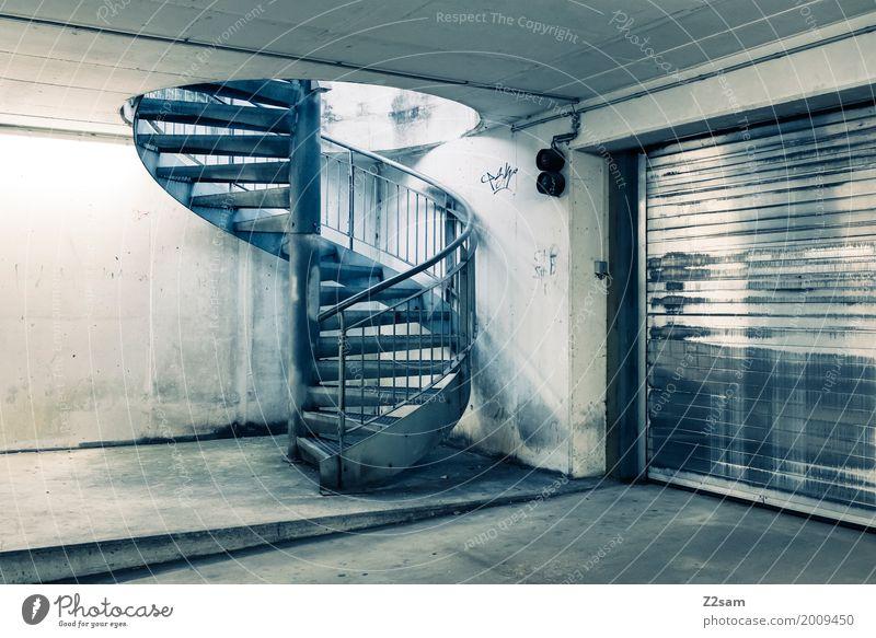 TG Stadt Menschenleer Bauwerk Gebäude Architektur Wendeltreppe Tiefgarage Garagentor Einfahrt Treppe kalt modern trashig Design Ordnung Ferne stagnierend