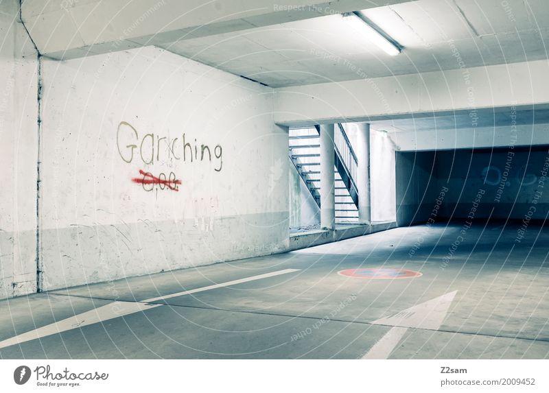 GG Menschenleer Bauwerk Gebäude Architektur Tiefgarage Treppe dunkel eckig einfach kalt modern Design Einsamkeit Ordnung ruhig Surrealismus Stadt Graffiti