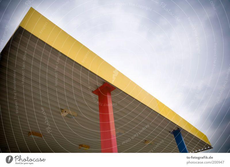 blau gelb rot Himmel Wolken schlechtes Wetter Verden Bauwerk Tankstelle Dach Säule Stahlträger Stahlkonstruktion Schutzdach Lampe Beleuchtung Blechdach Metall