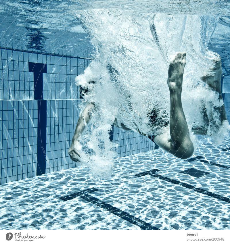 jUmpin Mensch blau Wasser Ferien & Urlaub & Reisen Sommer Freude Leben kalt Sport springen nass Schwimmen & Baden Tourismus Schwimmbad Unterwasseraufnahme