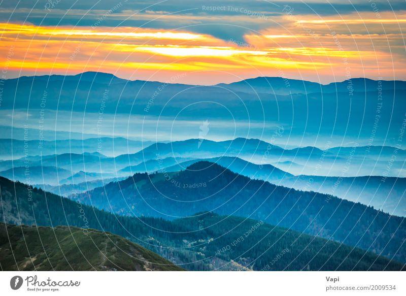Dramatischer Sonnenuntergang in den Bergen Himmel Natur Ferien & Urlaub & Reisen Himmel (Jenseits) blau Sommer Farbe grün weiß Baum Landschaft rot Wolken Wald